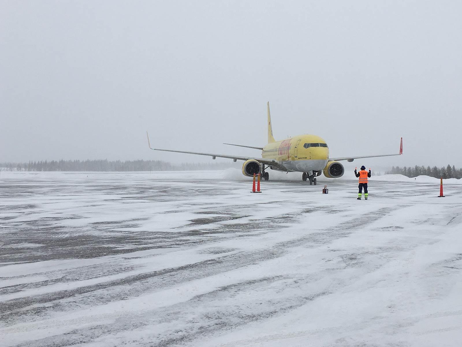 Verschneites Rollfeld auf dem Airport von Arvidsjaur.