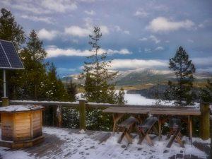 Die Veranda vom Grillhaus bietet einen fantastischen Rundblick in die kanadische Landschaft.