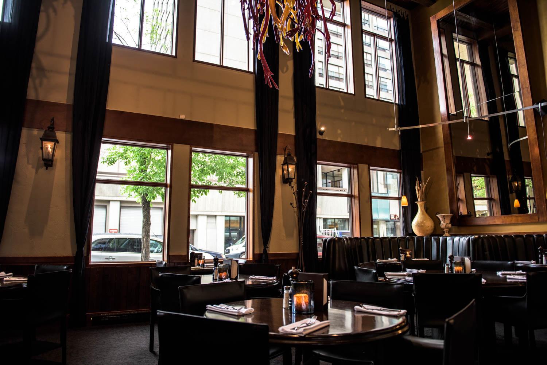Schöne helle und hohe Räume im saltlik Steakhouse, Calgary, Kanada