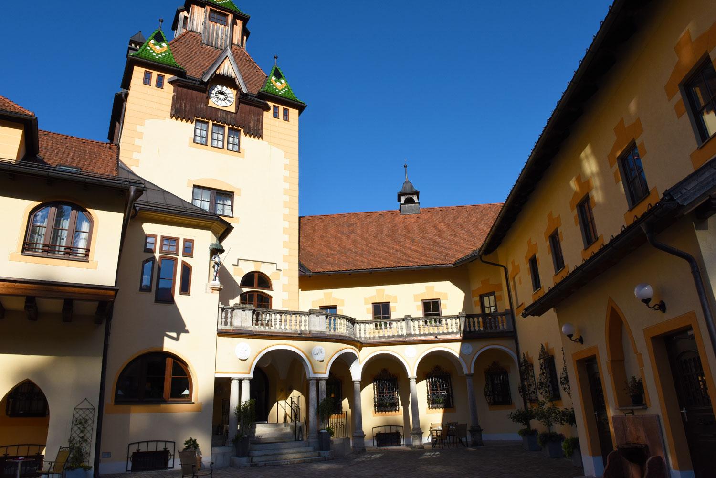 Innenhof Schloss Hotel Kassegg