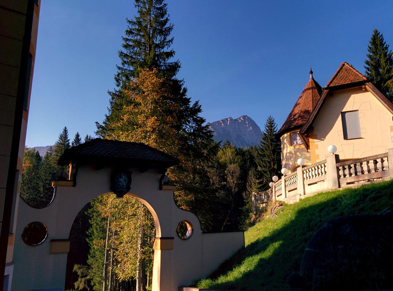 Torbogen im Hotel Schloss Kassegg