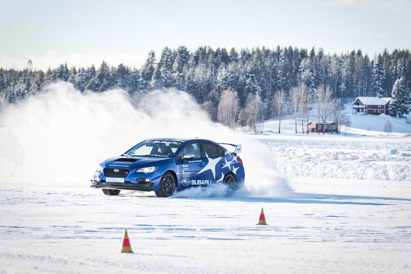 Subaru Driving Experience: Driften auf Eis